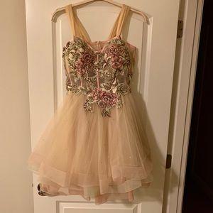 STUNNING homecoming/prom dress 💕